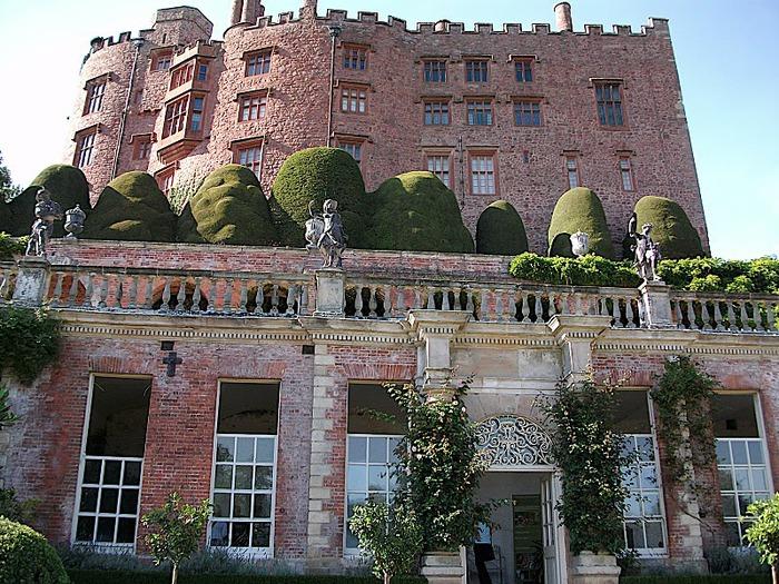 Замок Powis Castle, графство Поуис. 13814