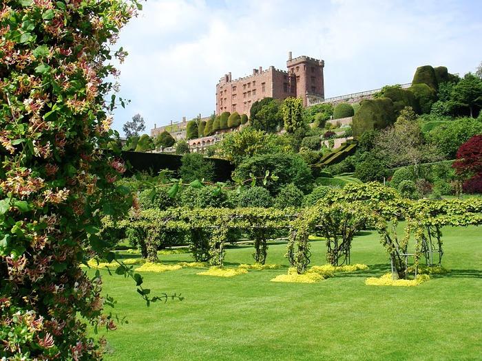 Замок Powis Castle, графство Поуис. 97000