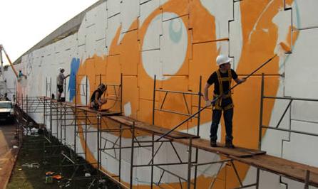 Самое огромное граффити в мире размером 35000 квадратных метров!