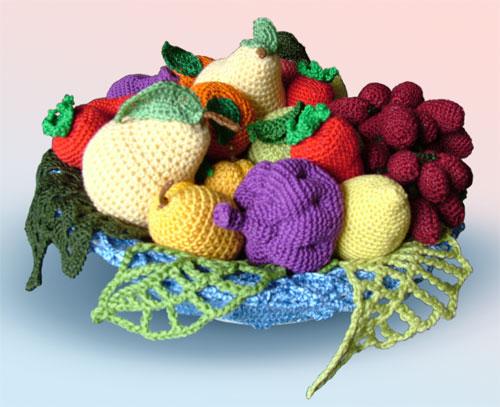 Вязаные фрукты для оформления витрины в кафе