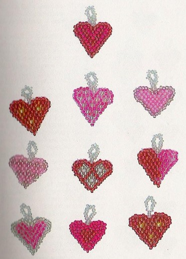 Сердечки-валентинки.  Возьмите бисер 10, бисерную иглу и леску.