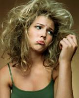 Несмотря на то, что обе процедуры призваны восстанавливать волосы, ламинирование и кератиновое выпрямление