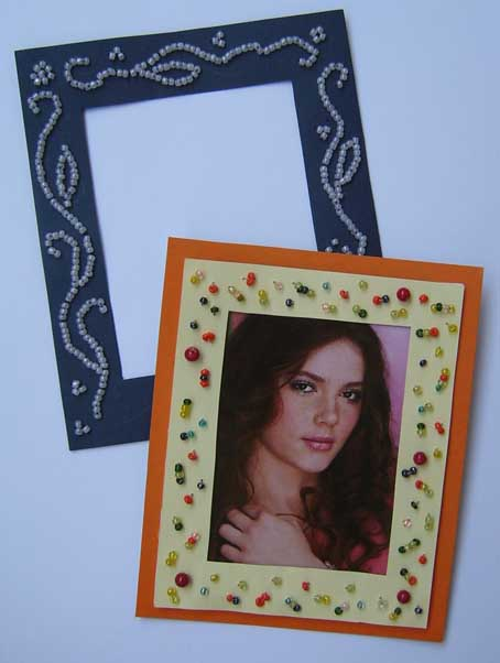 ...(можно использовать старые открытки), плотный цветной картон (для основы рамки), бисер, игла, нить, ножницы и...
