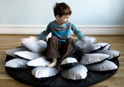 Почувствуй себя Дюймовочкой.  Dream Bag от шведских дизайнеров.