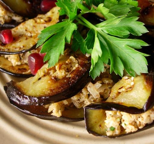 Баклажаны с помидорами и сыром.  Баклажаны прекрасно поддаются различным...