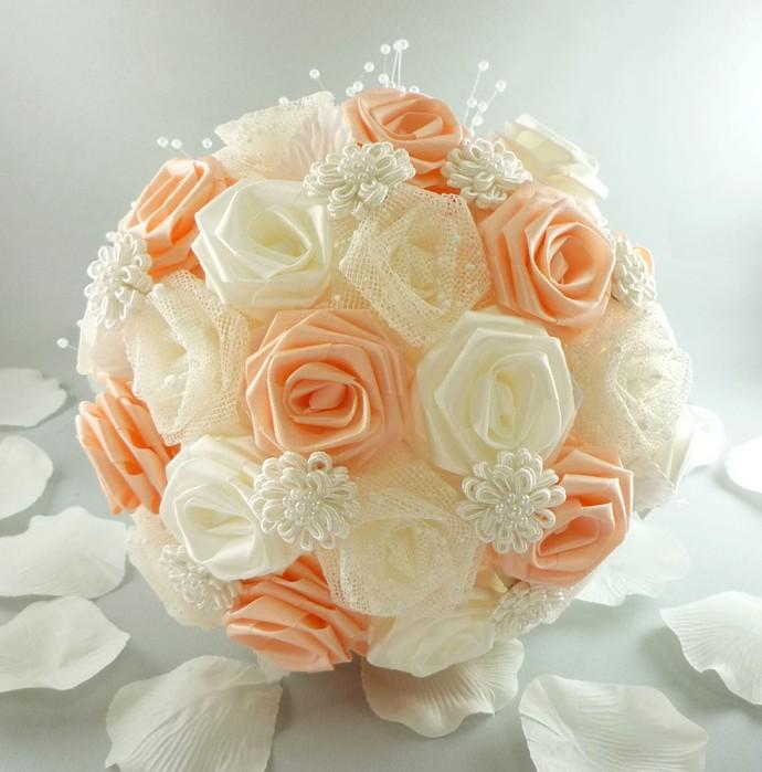розы из шелковых лент. шар из роз, что сделаны из лент.