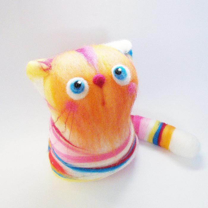 Игрушки, валяние из шерсти.  Посмотрите на фото эти симпатичных, разноцветных котят.  Идеи для вдохновения, только...