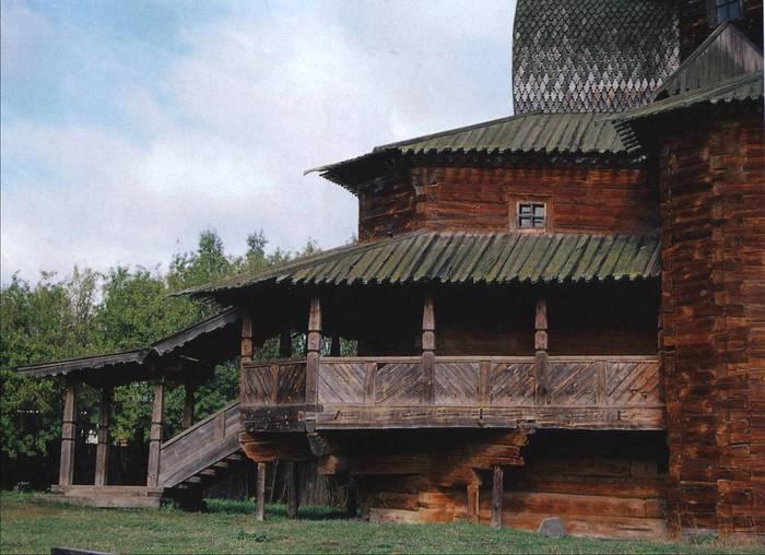 ...на месте старого, сгоревшего от удара молнии храма Преображенская церковь из села Спас-Вежи Ипатьевский монастырь.