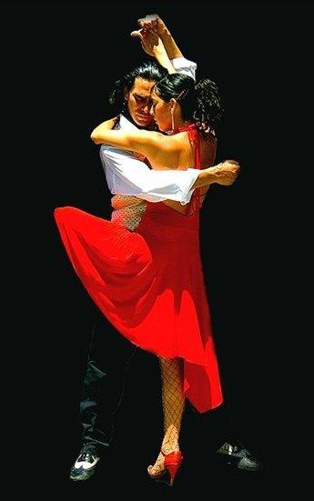 Но если сбивается такт - Считайте, закончили танец вы.  Любовь - словно танго вдвоём: Движения, взгляды - гармония...