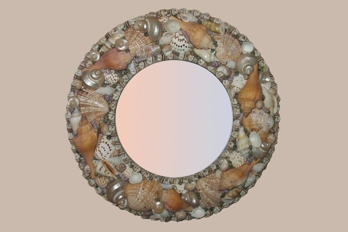 Часы из ракушек и камней