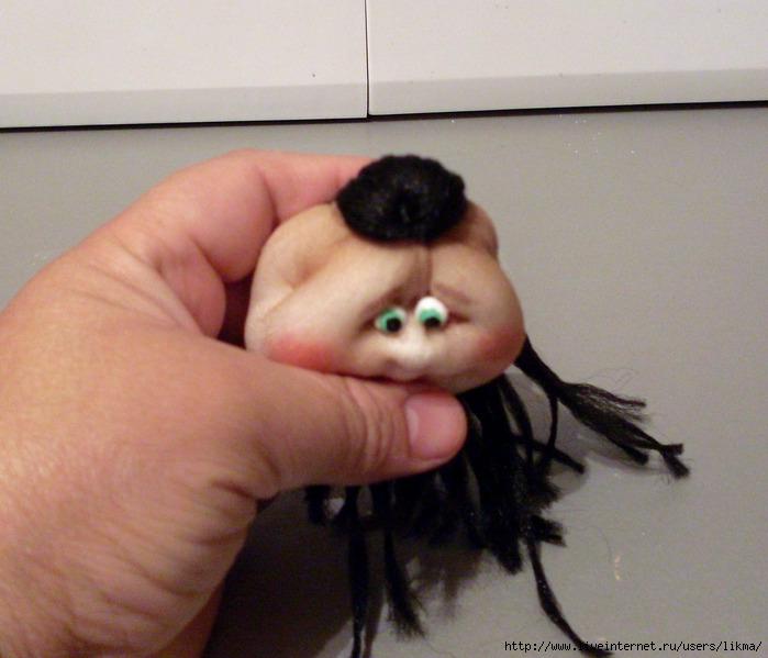 Как сделать погремушСвоими руками куклы из капрона