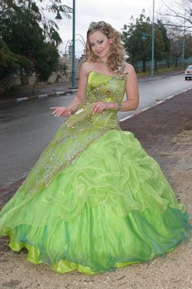 самая красивая свидетельница платье