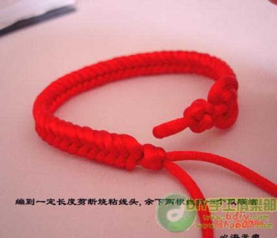 плетение браслетов.