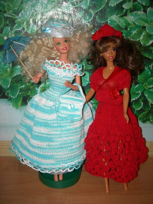 Какие замечательные наряды для Барби.  Действительно, так приятно окунуться в мир прекрасного.  А вот мои куклы.