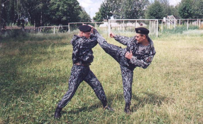 Занятия рукопашным боем направлены на умение...
