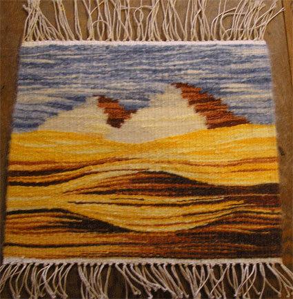 ткать гобелены и делать картины из кусочков ткани.