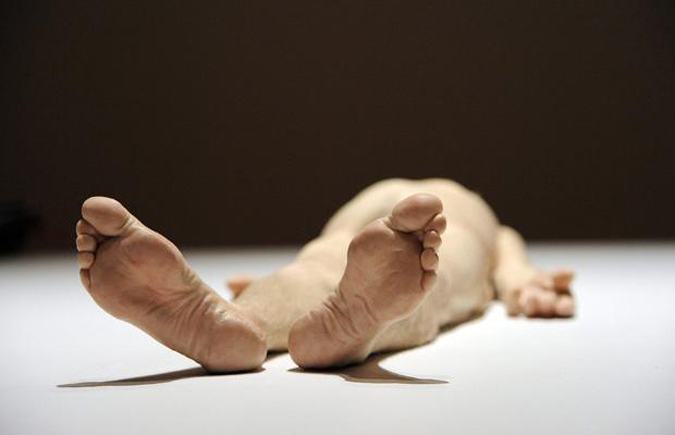 essay on ron mueck Essay ron mueck's two women ron mueck's two women is an uncanny sculptural representation of two elderly female figures the disarming realism of the work.