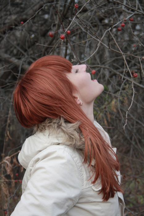 если не тепится, сделай себе шапочку, волосы которые всем видны будут сострижены, а остальноые останутся длинными...