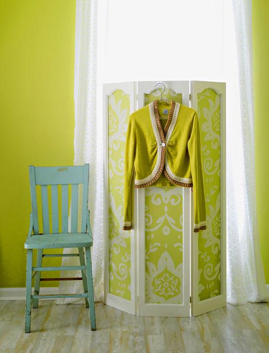 Обои могут создать архитектуру, стиль и глубину, придавая комнате современный стиль и очарование.