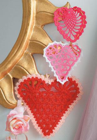 Вязание крючком.  Сердечки... http://galka76.gallery.ru/watch?a=6pp-gZXr тут подборка сердечек из цветов. схема от...