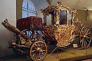 Еще при Иване Калите в Москве была создана великокняжеская сокровищница (Оружейная палата), в которой хранились...