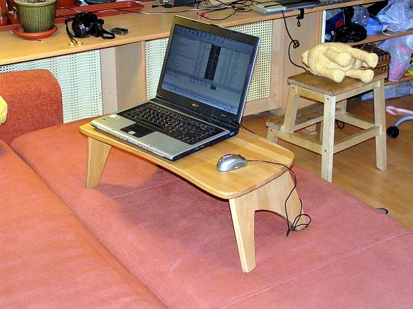 4 варианта столика для ноутбука. www.sergelin.ru/furniture/061.asp.