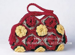 Вязаная сумка из квадратных мотивов с цветами.