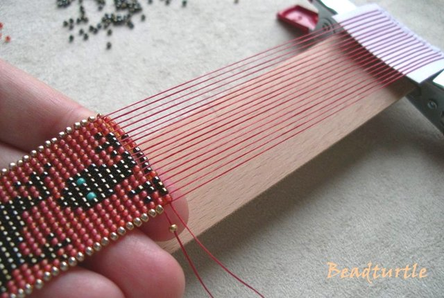кулон из бисера крестик схема: