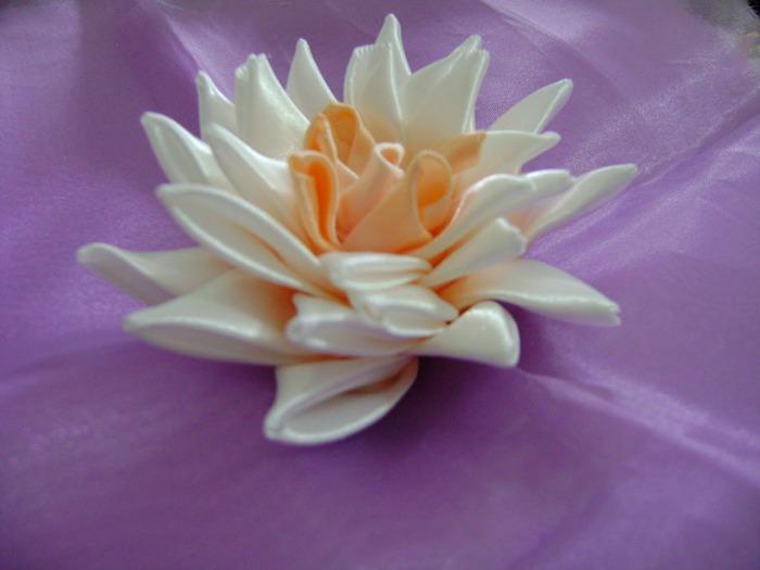 Цветы из шелковой ленты