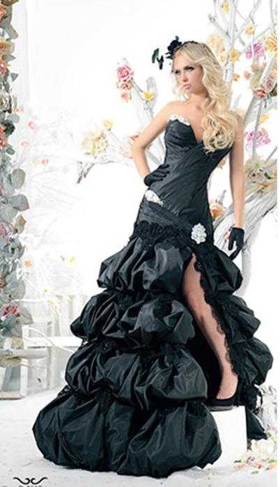 Но моя подруга не разрешает мне одевать черное платье на ее свадьбу...