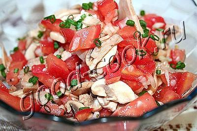 Салат из сыра и грибов с