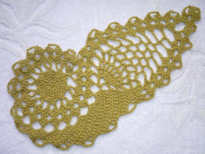"""1. Вязание начинать с  """"хвостика """".  На схеме он обозначен жирной точкой.  Вязать 11 мотивов дорожки, на..."""
