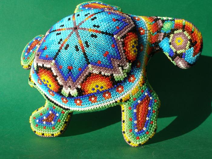 Часть 4 - Мексиканские ремесла - фигурки, украшенные бисером Часть 5. Схемы цветов из бисера.