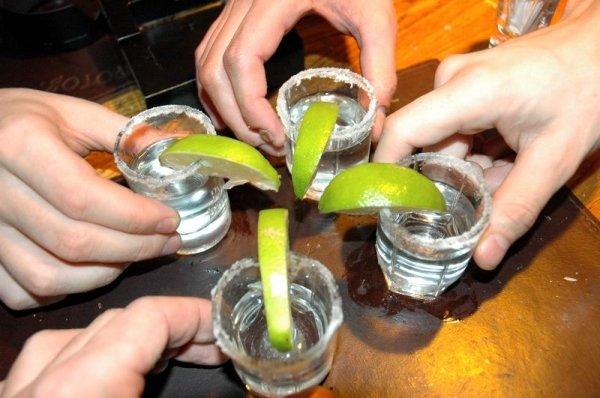 ...абсента и прочих градусо-содержащих напитков.  Нас будет четверо, то.