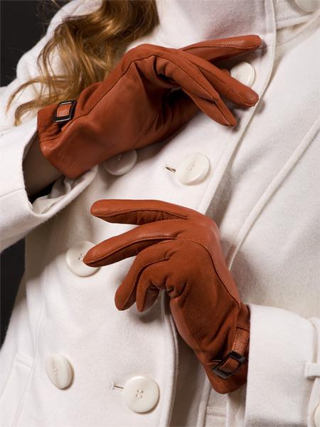 Как почистить замшевые перчатки.