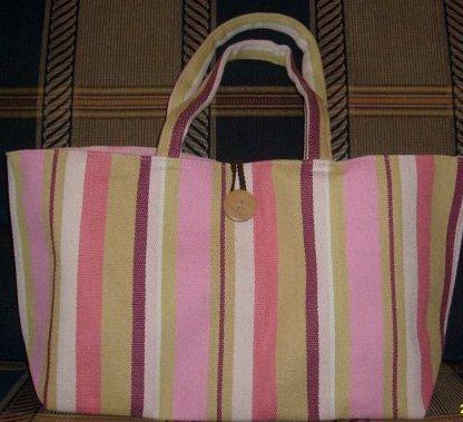 клевая сумка, мне нравится! в прошлом году давали. (фото не мое)