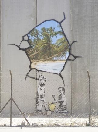 Уличный художник banksy трафаретные