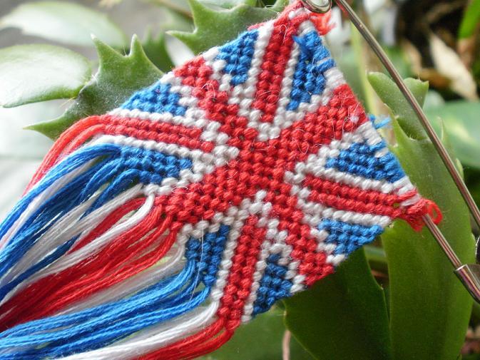схема плетения фенечки британский флаг.