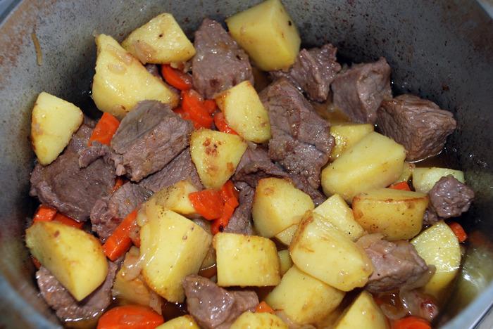 Жаркое по-домашнему из свинины и картофеля, рецепт с фото