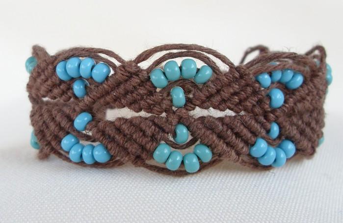 Плетение фенечек из трубочек схема - Делаем фенечки своими руками.
