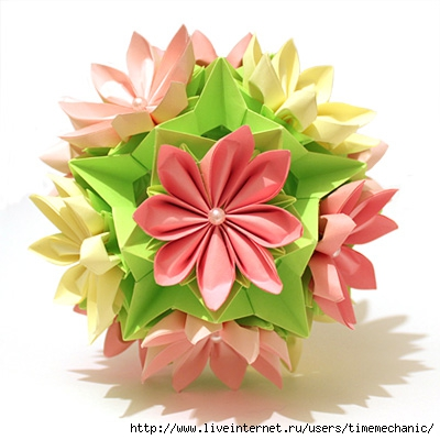 Кусудамы-бумажные цветочные шары.