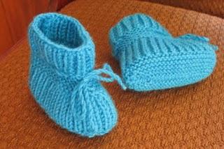 Вязанные пинетки и носочки для детей