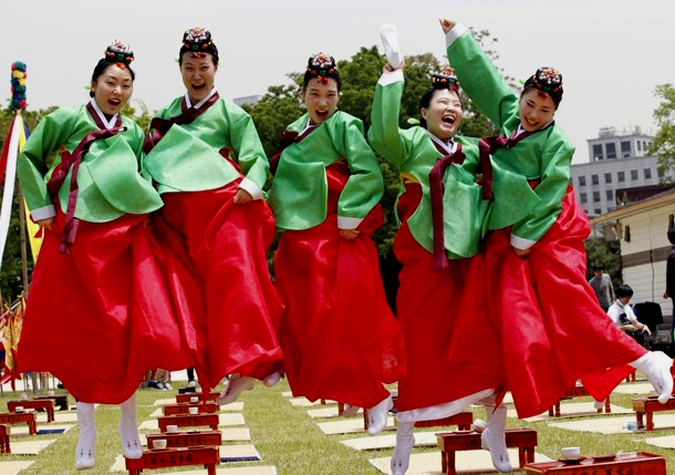 the korean culture essay The difference between american culture and korean culture the topic that i chose for the long research project is cultural differences between korean culture and.