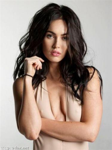 Скромная грудь Меган Фокс в нескромной маечке (12 фото)