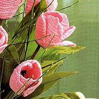 ...Manuela 8 любого цвета, свойственного тюльпанам, вязальный крючок 1,25; искусственные стебли тюльпанов с листьями.