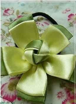 Цветы из ткани, кандзаси (канзаши) и. Резинка для волос из атласной ленты - Цветок.  Фото - мастер-класс.