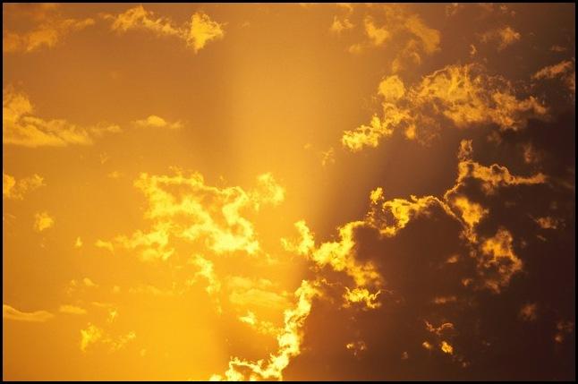 Отразите жёлтое небо