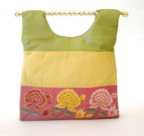 www.unique-u.biz/base.php.  Очень оригинальные сумки.