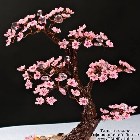 Описание: Цветущий бонсай из бисера.  Работа авторская - Tanuha.  Февраль 2009 г.