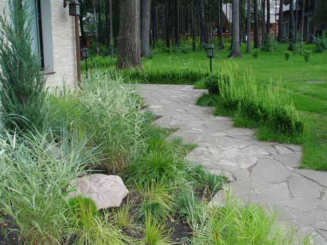 Садовые дорожки - неотъемлемая часть любого парка или сада.